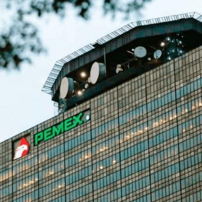 Fitch rebaja calificación de Pemex