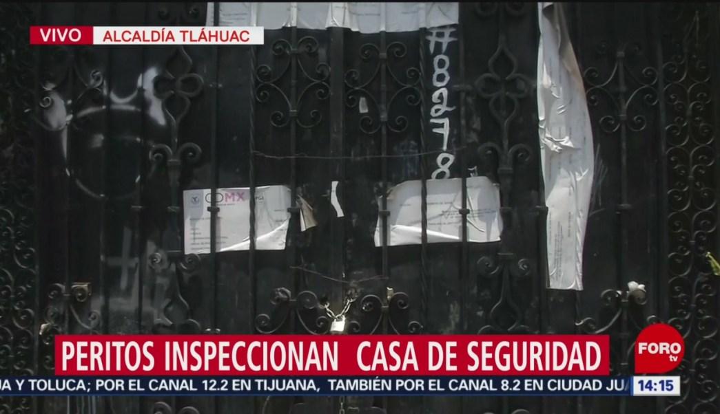 FOTO: Peritos inspeccionan presunta casa de seguridad en Tláhuac