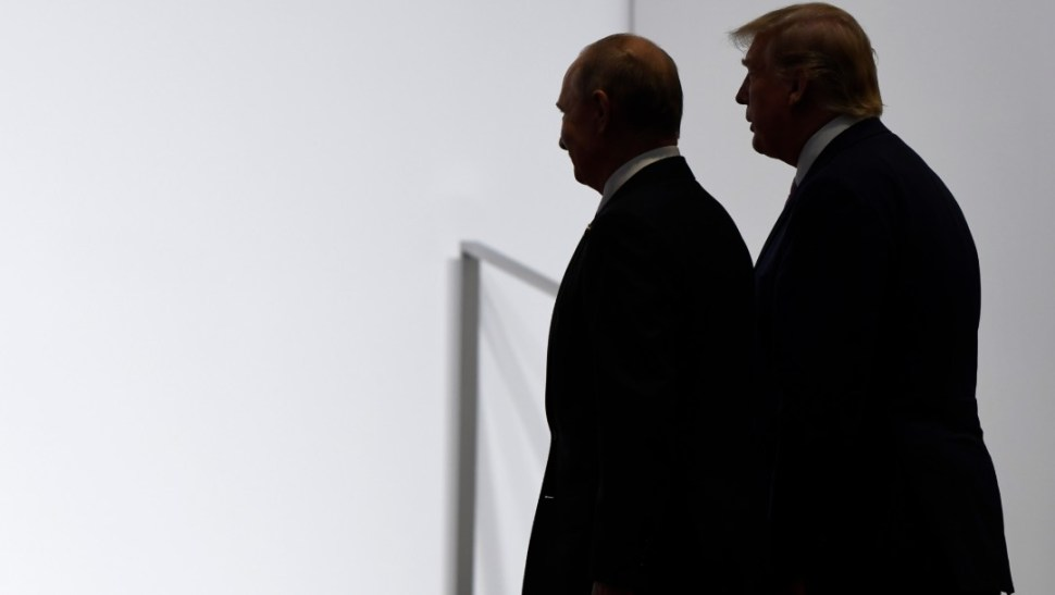 Foto: El presidente ruso VladImir Putin (I) durante la reunión con su homólogo estadounidense, Donald Trump (D) en la Cumbre G20, 28 junio 2019