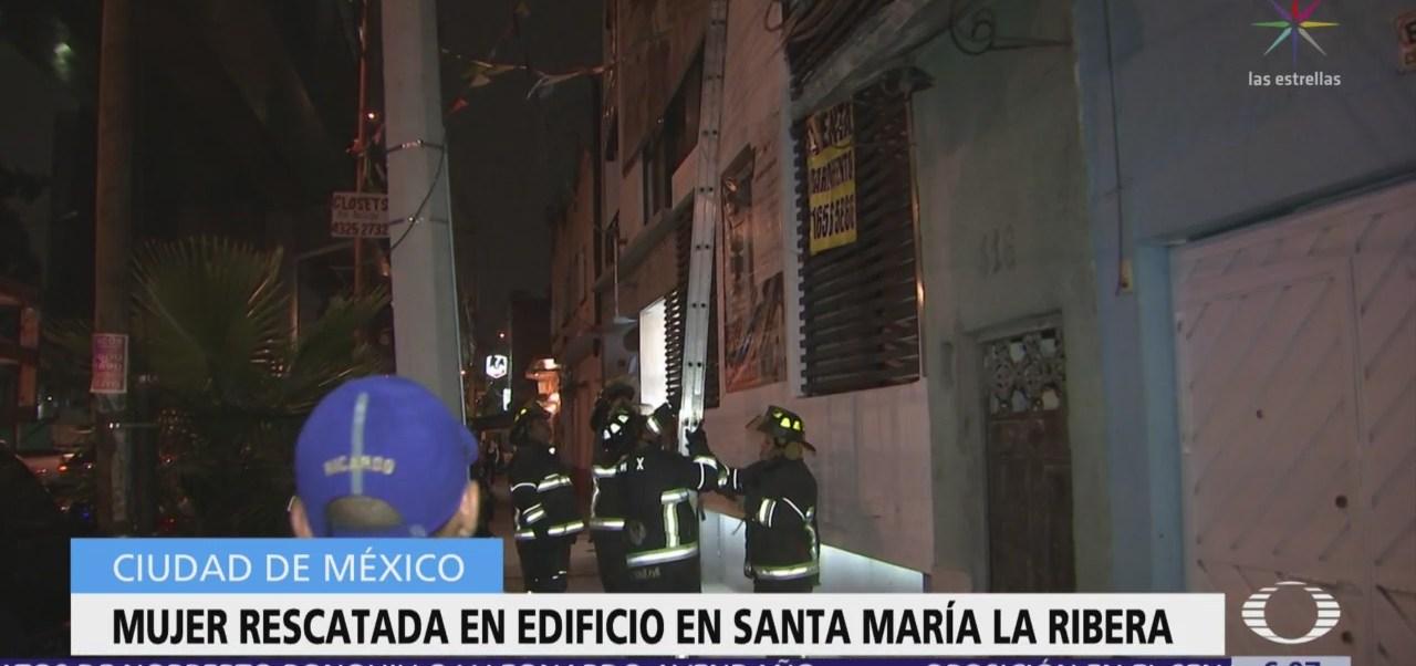 Rescatan a mujer en la colonia Santa María la Ribera, CDMX