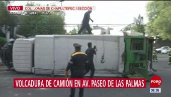 Se vuelca camión con toneladas de basura en la Miguel Hidalgo