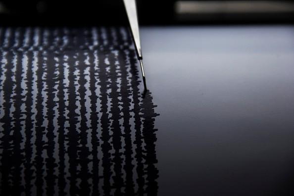 Dos fuertes sismos magnitud 6.1 y 7.3 golpean Indonesia
