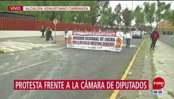 Trabajadores del Cecyte protestan frente a la Cámara de Diputados