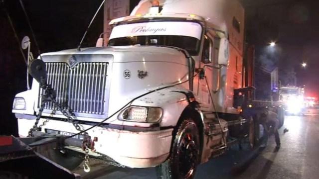 Foto: A la llegada de los servicios de emergencia encontraron el camión abandonado. No hubo reporte de personas lesionadas, el 29 de junio de 2019 (Noticieros Televisa)