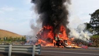 Tráiler sin frenos impacta a vehículos y deja seis muertos en Morelos
