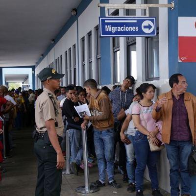 Más de 9,000 venezolanos ingresan a Perú en último día sin exigencia de visa