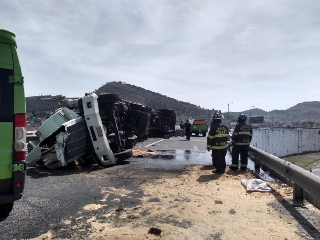 Foto: volcadura en Toluca, 10 de junio 2019. (Noticieros Televisa)