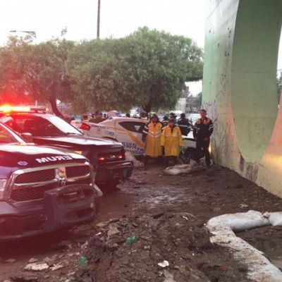 Mueren dos policías de Tránsito tras chocar contra muro en Zaragoza, CDMX