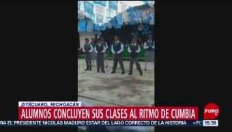 Foto: Alumnos concluyen clases al ritmo de cumbia en Michoacán