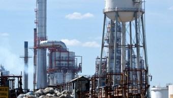 FOTO AMLO: Hoy o mañana, plan para fortalecer a Pemex ; en la imagen, la refinería de Salamanca (AP, archivo)