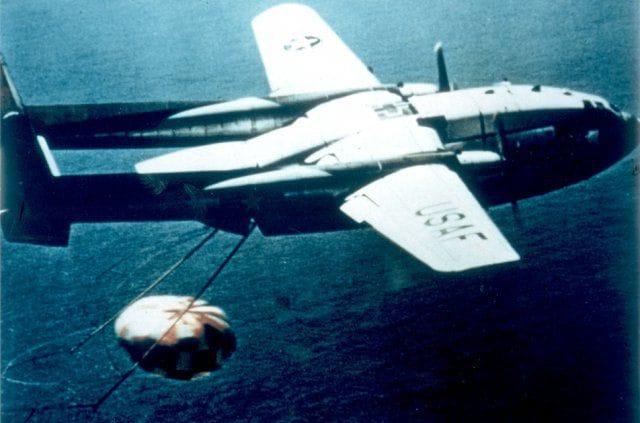 FOTO Nave de Apollo 11 pudo ser destruida por tormenta en su regreso a Tierra; satélites espía con datos meteorológicos salvaron el día (US Navy/Washington Post)