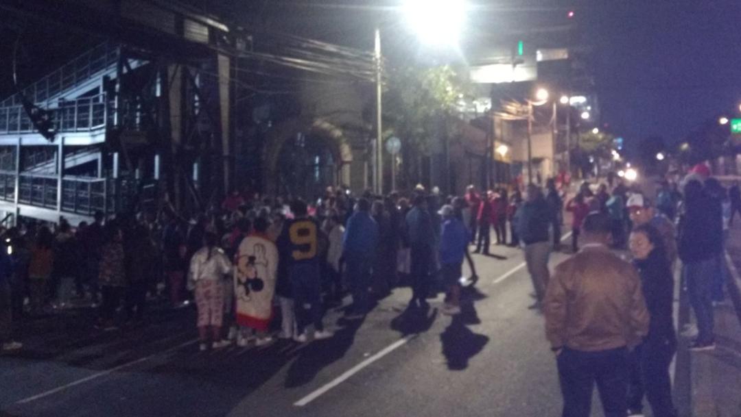 FOTO Suspenden obras de Línea 12 del Metro CDMX, vecinos acusan que causan microsismos y bloquean Avenida Constituyentes (Guillermo Segura)