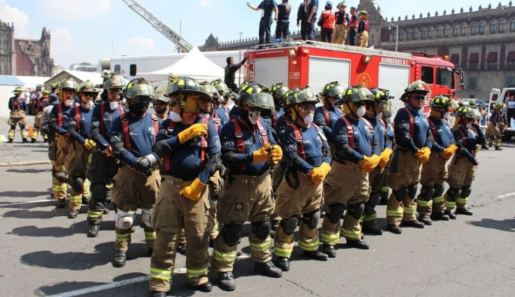 Bomberos alcanzan acuerdo con autoridades y levantan plantón del Zócalo