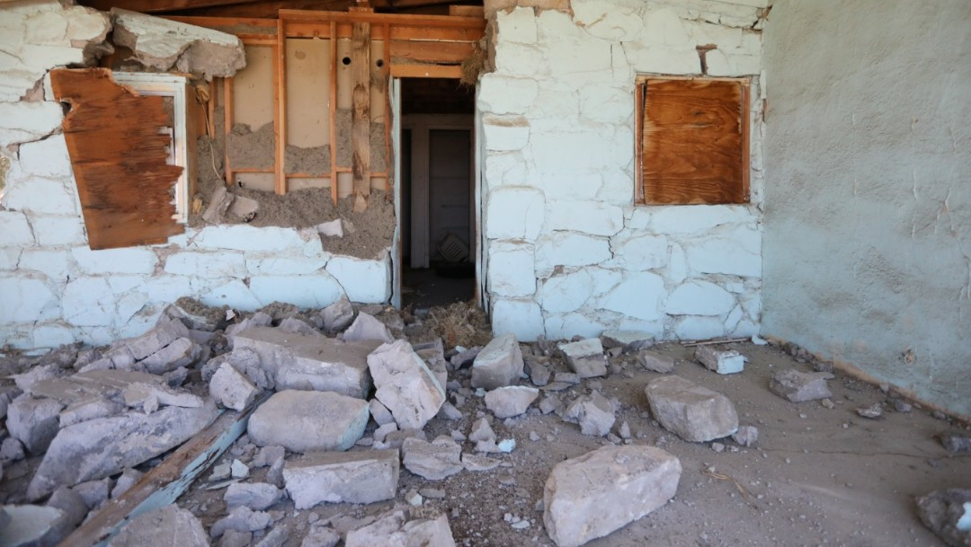 Foto: Una casa queda destruida por un terremoto, provocado por un terremoto en Trona, California, julio 6 de 2019 (Reuters)