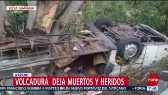 Camión de pasajeros vuelca en Nayarit; mueren ocho personas