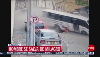 FOTO: Camión pierde control y baja a toda velocidad de una calle empinada, 6 Julio 2019