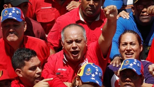 Foto: El presidente de la Asamblea Nacional Constituyente de Venezuela, Diosdado Cabello, levanta el puño en un mitin, el 13 de julio de 2019 (Reuters)
