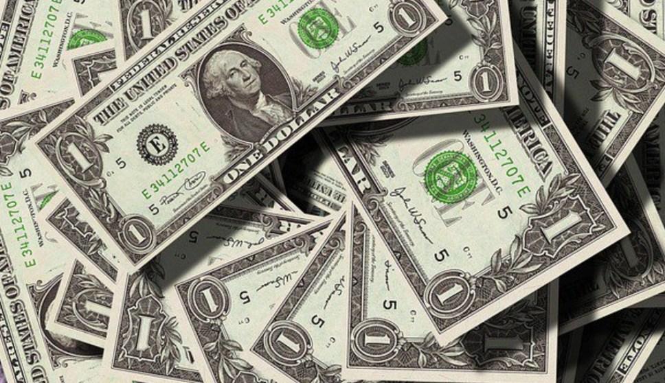 Dólar inicia con marginal ascenso; se vende en 19.43 pesos en bancos