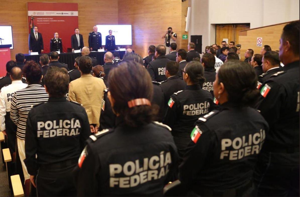 Foto: El secretario de Seguridad y Protección Ciudadana, Alfonso Durazo Montaño, llamó a seguir fortaleciendo la carrera policial, el 13 de julio de 2019 (Twitter @RicardoMeb)