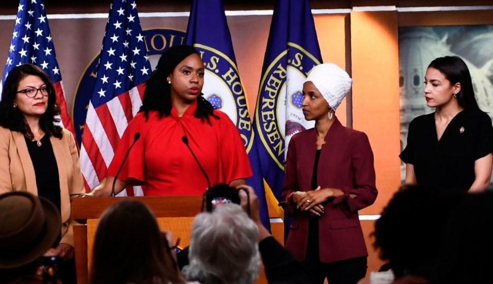 """Foto: Las cuatro congresistas demócratas conocidas como """"el Escuadrón"""", el 21 de julio de 2019 (Getty Images)"""