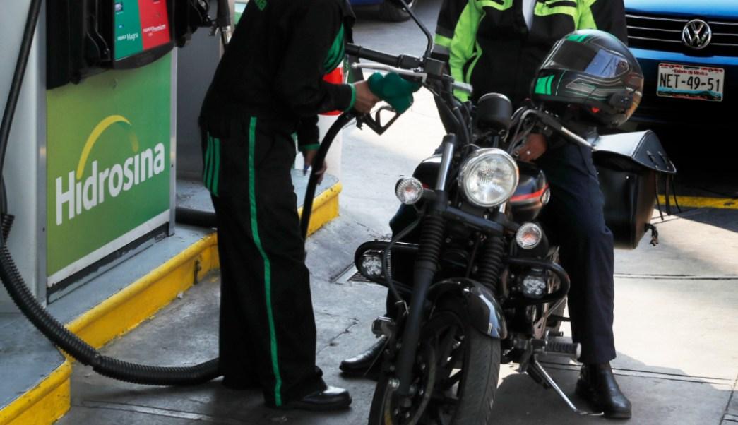 FOTO Disminuye estímulo fiscal para gasolinas y diesel; en la iamgen, gasolinera de la CDMX (AP, archivo)