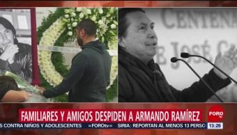 FOTO: Familiares y amigos despiden al escritor Armando Ramírez
