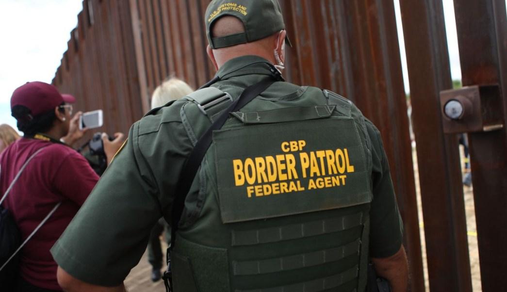 Foto: Un agente de la Patrulla Fronteriza de Estados Unidos vigila la frontera en Nueva México. El 13 de octubre de 2018