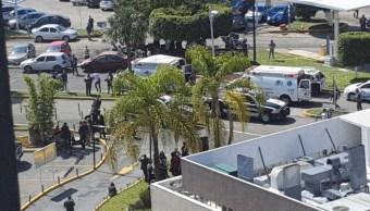 Servicios de emergencia atendieron una balacera en el centro comercial Galerías de Zapopan, Jalisco. Twitter/@edgargaona