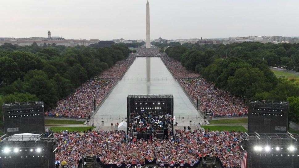 Foto: El presidente Donald Trump habla durante la celebración del Día de la Independencia frente al Lincoln Memorial en Washington, EEUU. El 4 de julio de 2019