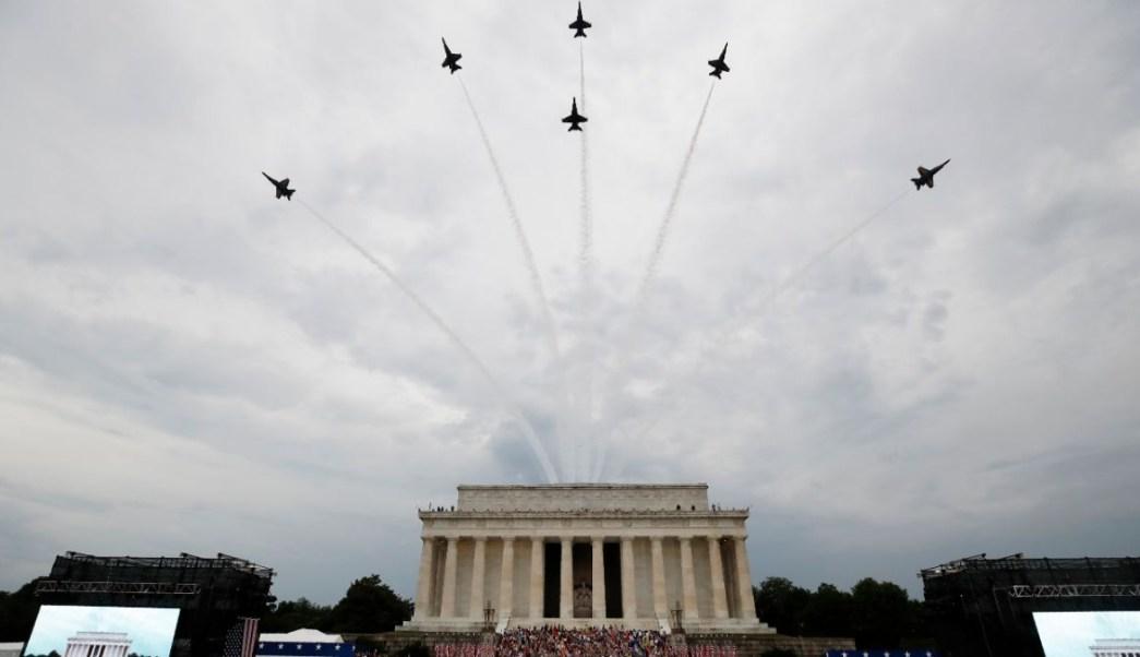 Foto: Aviones de la Fuerza Aérea de EEUU sobrevuelan el Lincoln Memorial. El 4 de julio de 2019