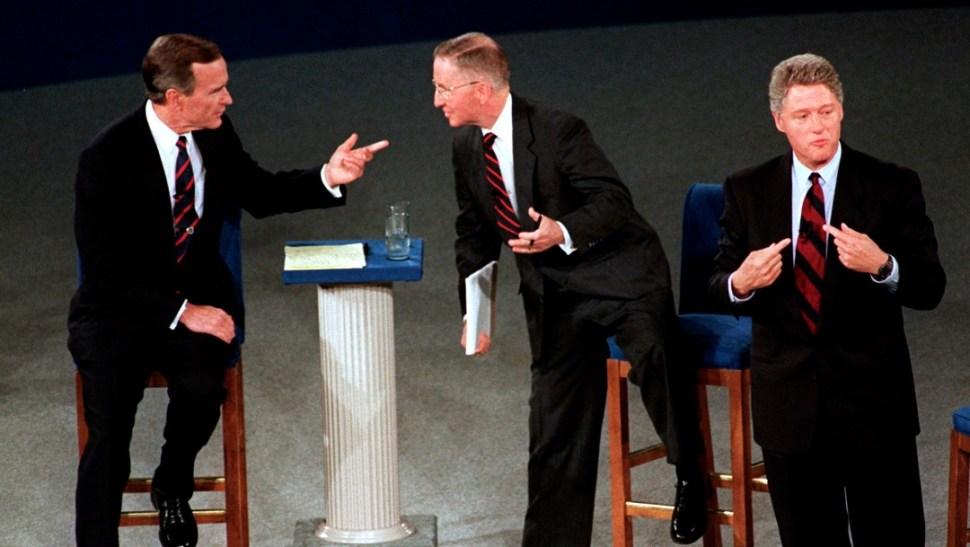 Foto: George H. W. Bush, Ross Perot y Bill Clinton durante debate presidencial, 15 de octubre de 1992, Virginia, Estados Unidos