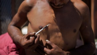 Foto: Hombre inyectándose heroína en Tijuana, 25 de agosto de 2009, México