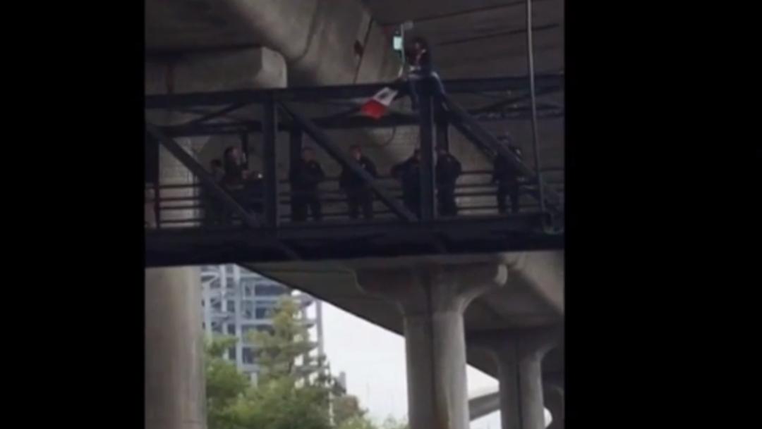 FOTO Cierran Periférico Sur de CDMX por hombre que se manifestaba en puente peatonal (FOROtv)