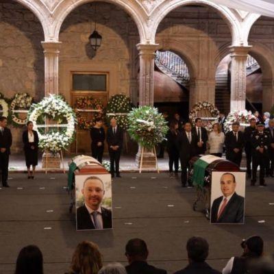 Despiden con homenaje a funcionarios fallecidos en accidente aéreo en Michoacán