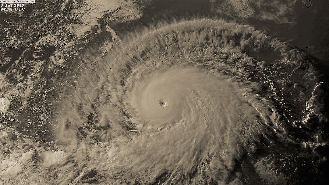 Huracán 'Bárbara' se acerca a la categoría 5 en el Pacífico