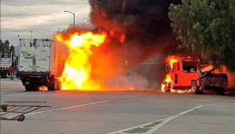 Vehículos incendiados en la autopista México-Puebla