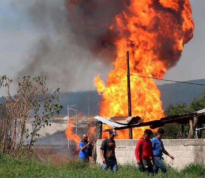 Foto: explosión en ducto de Pemex en Celaya, 2 de julio 2019. EFE