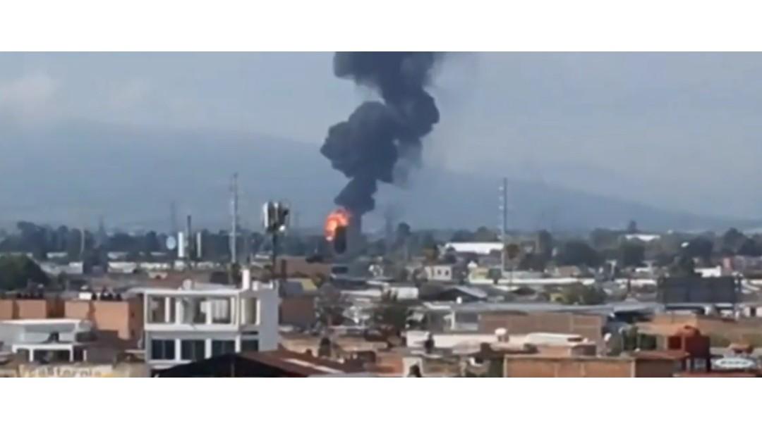 FOTO Se registran explosión e incendio en ducto Pemex de Celaya, Guanajuato (FOROtv)
