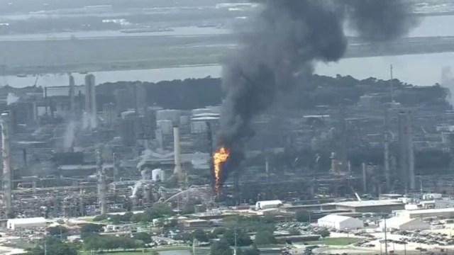 Foto: Explosión en incendio en refinería de Texas, 31 de julio de 2019, EU
