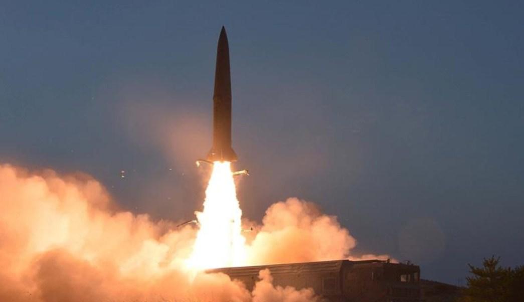 Imagen: La Agencia Central de Noticias de Corea del Norte (KCNA, por sus siglas en inglés) destacó que se trata de un nuevo tipo de arma táctica guiada, el 27 de julio de 2019 (EFE, archivo)