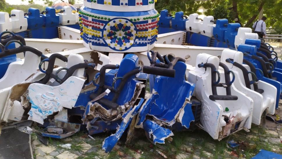 FOTO Video: Juego mecánico se parte en dos, en India; hay 3 muertos (Twitter Brendan Dabhi)
