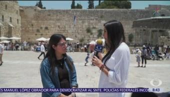 Liora Mendel, mexicana que vive en Jerusalén, platica con Paola Rojas