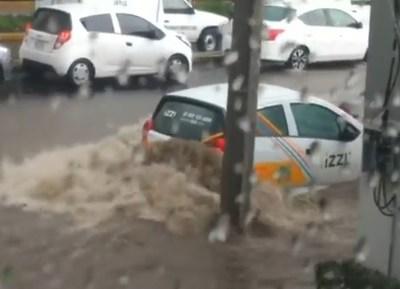 Lluvia provoca inundación en Santa Fe; activan alerta roja