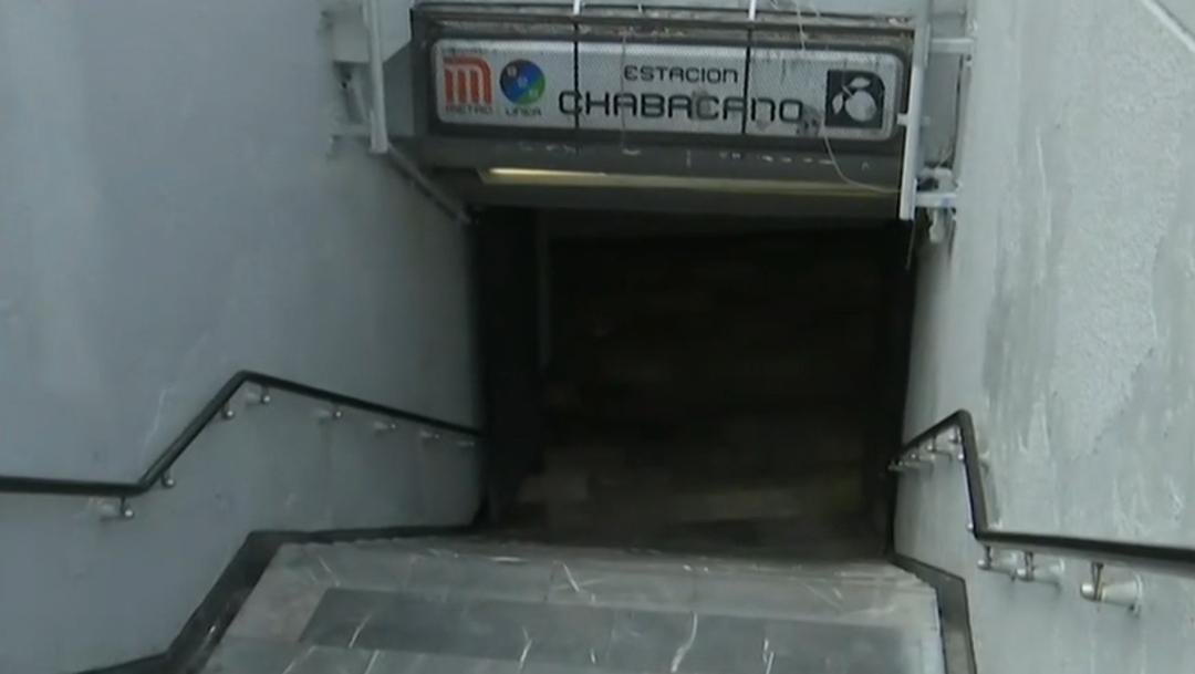 FOTO Muere persona que se lanzó a vías en Metro Chabacano; en la imagen, entrada al Metro (FOROtv)