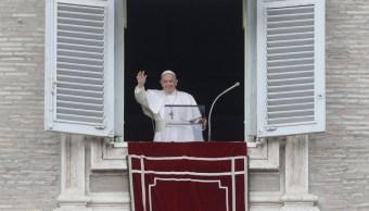 Foto: El papa Francisco durante el rezo del Ángelus dominical en la plaza de San Pedro, 28 julio 2019