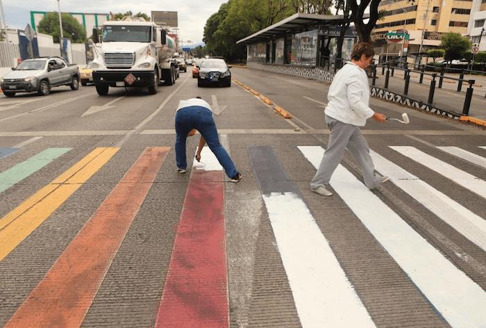 Foto Organización 'pro-vida' borra cruce peatonal que conmemora el Orgullo LGBTI 19 julio 2019