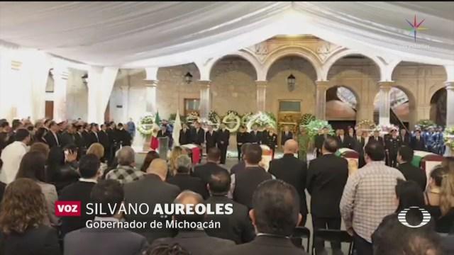 Foto: Rinden homenaje a víctimas del desplome de helicóptero en Michoacán