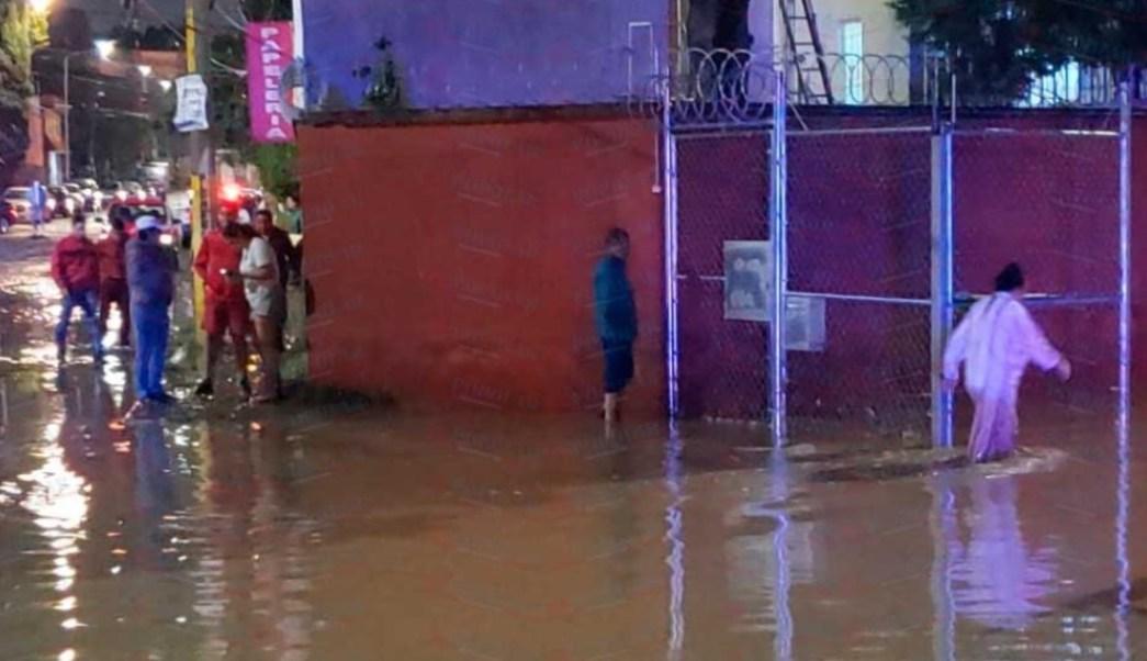 Foto: Las lluvias de las últimas horas en la capital de Puebla, ocasionan el desbordamiento del Río Alseseca que atraviesa la zona norte y oriente, julio 13 de 2019 (Twitter: @diarioelpopular)