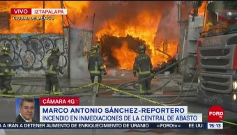Foto: Se incendian bodegas en zona de la Central de Abasto