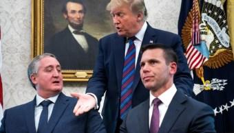 Foto: El presidente de Estados Unidos, Donald Trump observa la firma del acuerdo para limitar las solicitudes de asilo, el 26 de julio de 2019 (EFE)